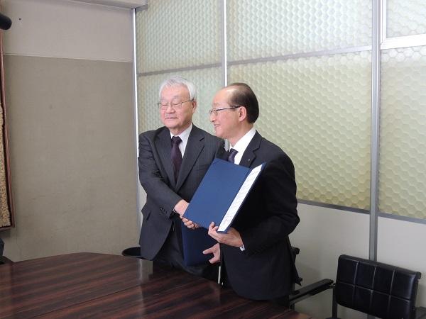 八紘学園との連携協定.jpg